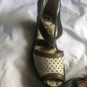 EUC! Fly sandals with adjustable strap